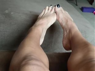 Mature Babe Beautiful Feet show