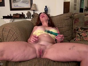 Charming American MILF with thirsty pussy