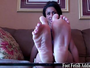 Jerk off to my cute little pedicured toes