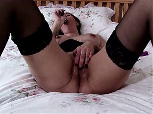 Amateur mature mom with sexy body