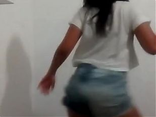 Pretty brazilian teen shaking that bootay!!